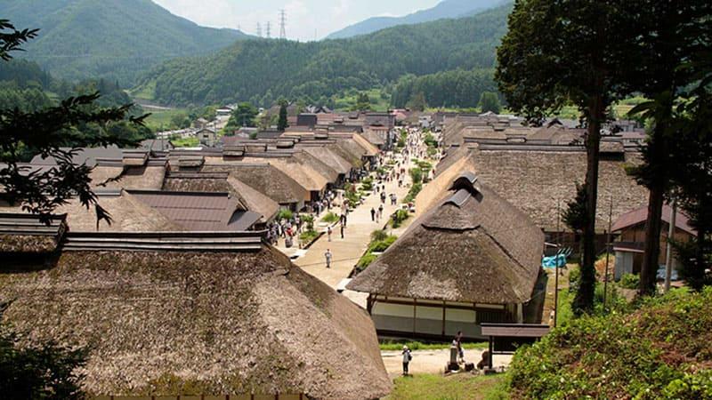江戸時代の宿場町が再現「大内宿」