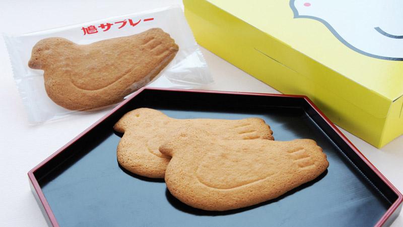 「豊島屋」の銘菓鳩サブレーのお土産は必須!