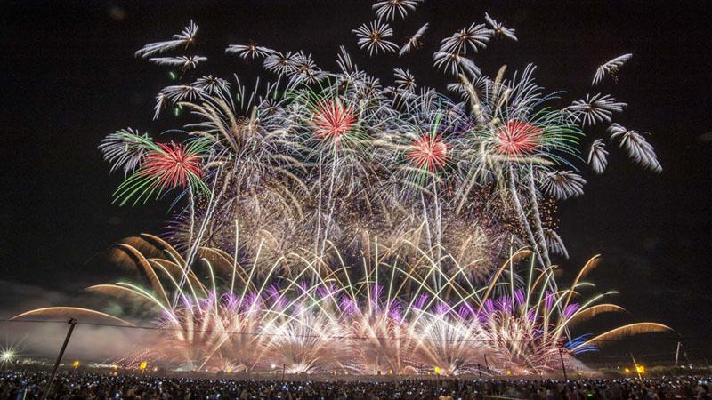 28社の全国花火師による一大競技大会「大曲の花火」