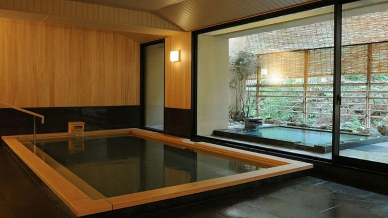 宮島では希少価値が高い効能あらたかな名湯を満喫