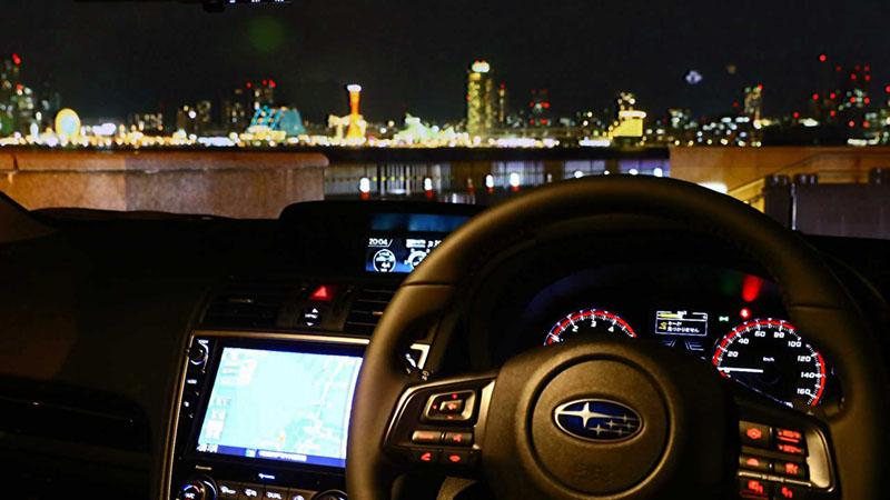 うっとりするほど美しい、煌めく夜の港