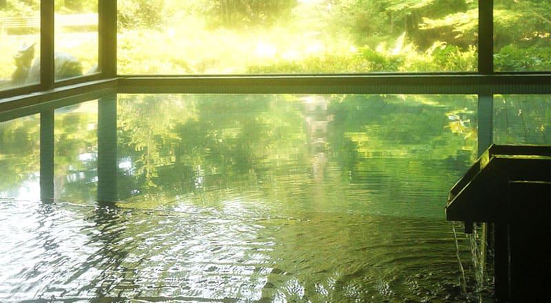開湯1400年の歴史をもつ金沢の奥座敷、辰口温泉