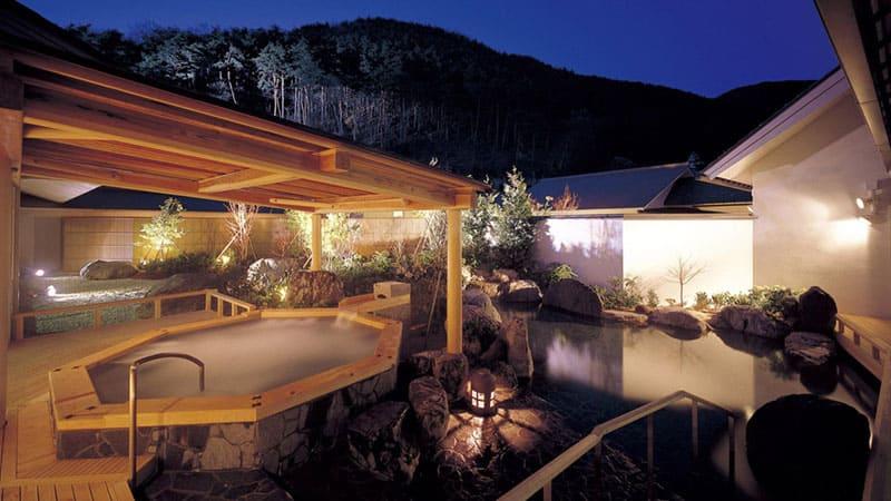 開放感あふれる、温泉と自然を一度に堪能できる浴場