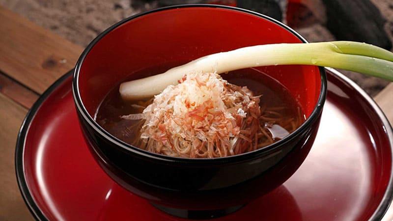 ネギが箸!?大内宿で食べたい名物料理「ねぎそば」