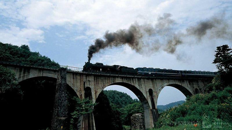 ロマン溢れる蒸気機関車「SL銀河」