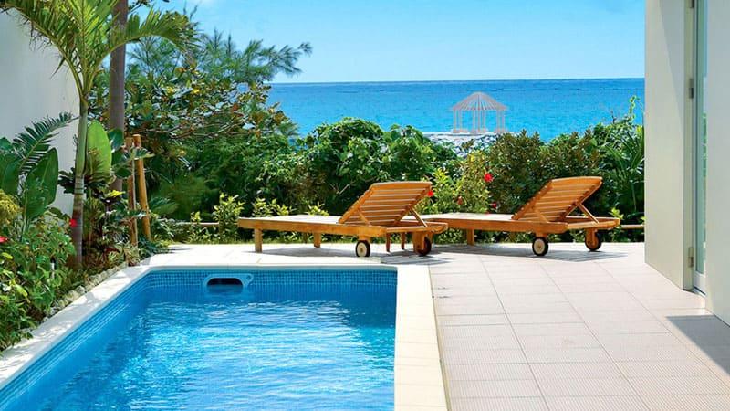 宮古島でのんびりと極上な時間を過ごす。とっておきの別荘スタイルリゾートヴィラ