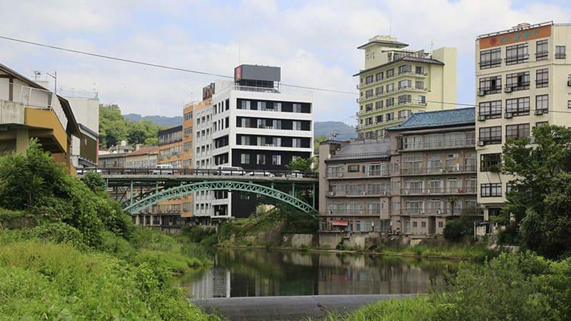 地元で愛される東北を代表する古湯「飯坂温泉」