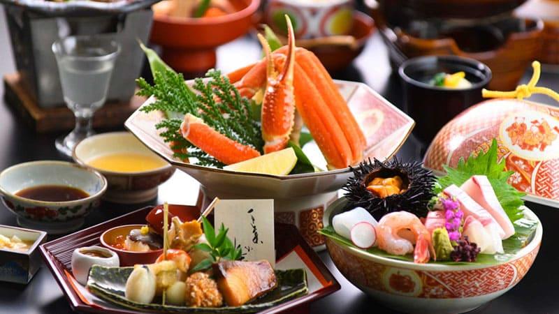 新鮮な魚介類に季節を感じる伝統の味