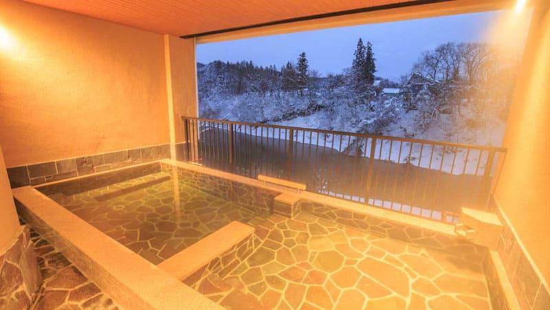 四季を彩る渓流露天風呂