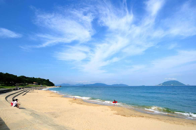 美しい海でダイビングや散策を