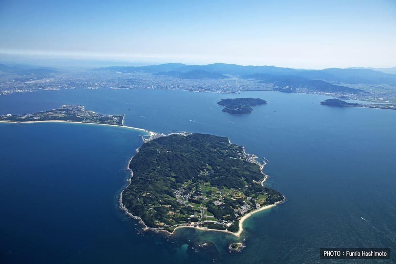 アクセス抜群。陸続きの小さな島