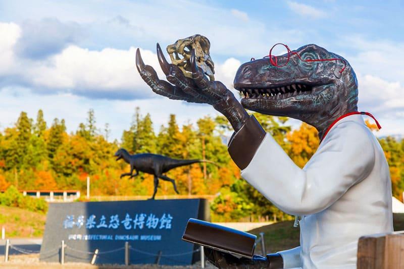 恐竜がのしのし歩いていた勝山市と、戦国時代の城下町が残る福井市を旅する