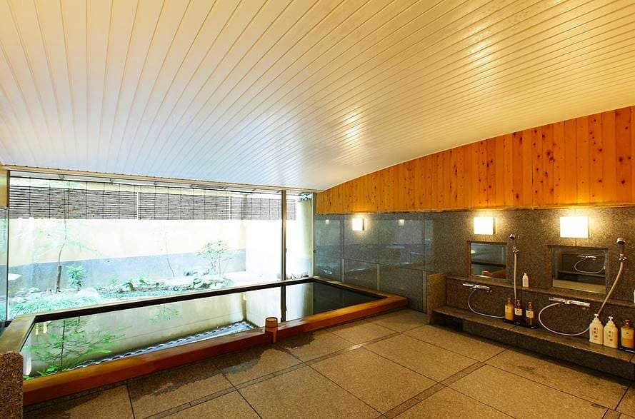 ここは祇園?と目を疑う。高野槙の大浴場