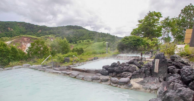 日本屈指の濃い硫黄泉でうっとり美肌に!「万座温泉」