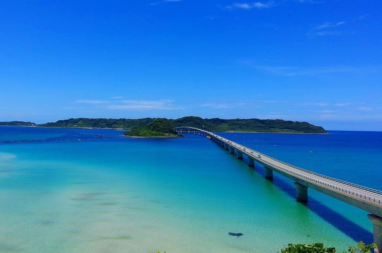 日本海ってこんなに青いの?CMでもおなじみの景色を走る
