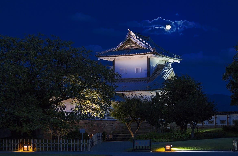 幽玄の世界へ「金沢城公園の夜間開園」