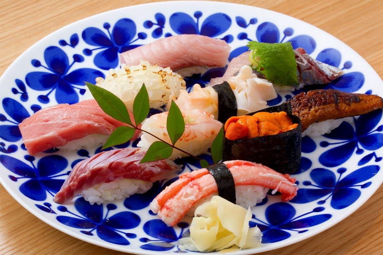 まずは腹ごしらえ!「近江町市場」