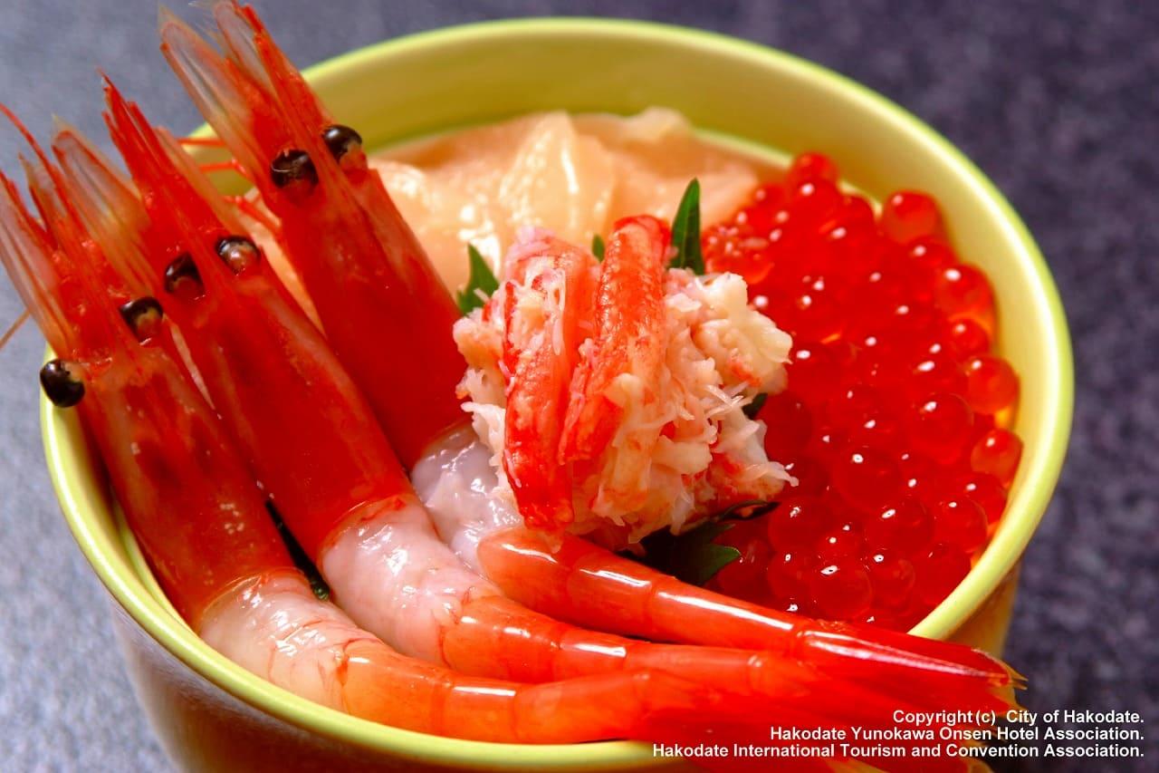 朝から豪華!函館名物朝市の「海鮮丼」