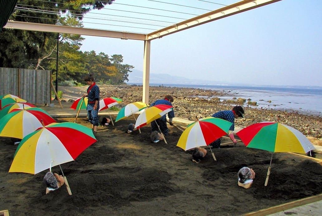 海辺でのんびり砂湯(すなゆ)「別府海浜砂湯」