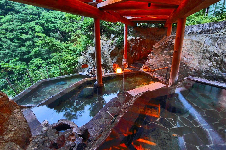 棚田をイメージした絶景温泉「四季舞台たな田」
