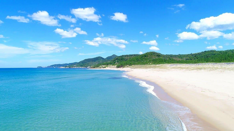 鳴き砂で有名なビーチ「琴引浜(ことひきはま)」