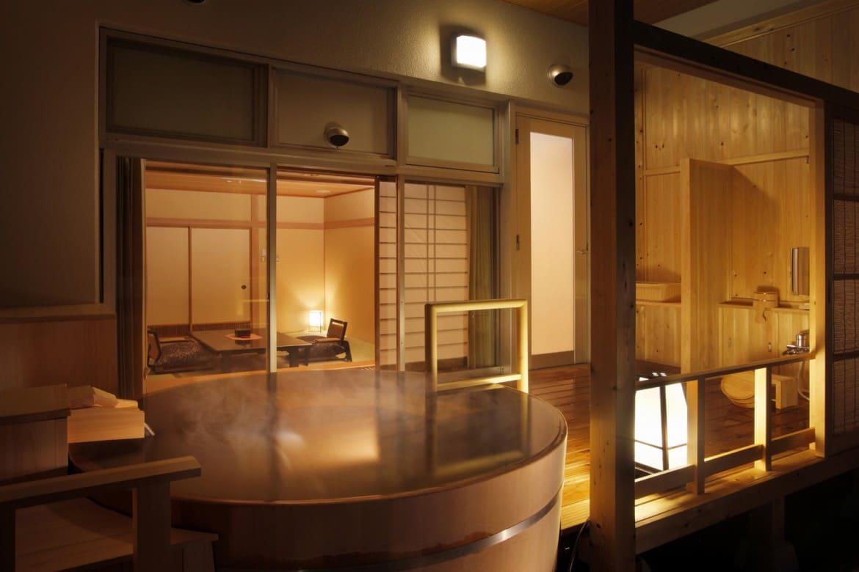 露天風呂付き客室で、お湯と景色を独占