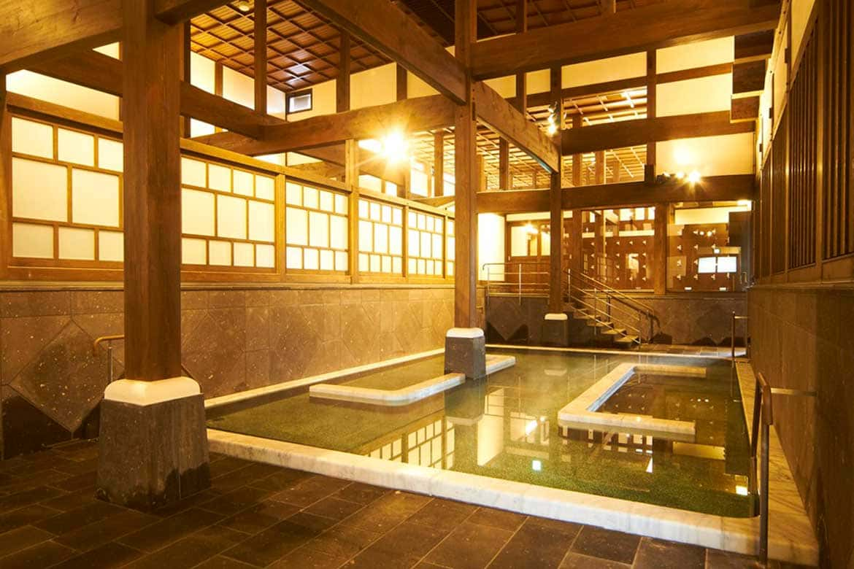 江戸の文化に想いを馳せて、旅の疲れを洗い流す「山鹿温泉 さくら湯」