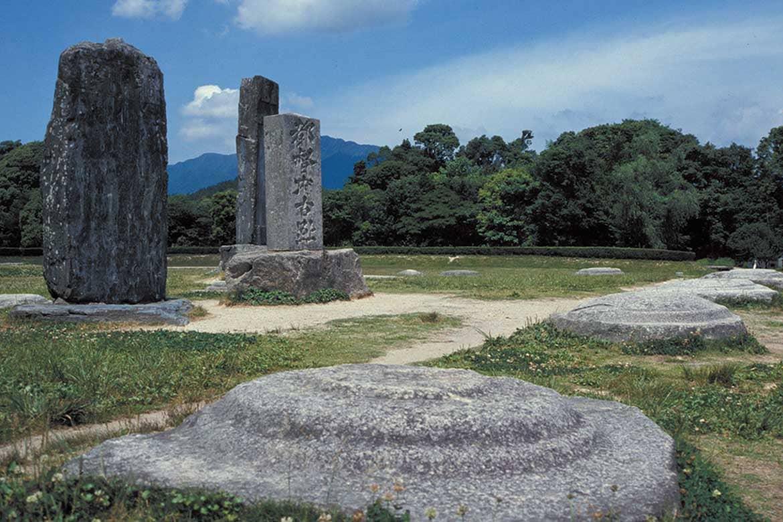 九州の政治外交の中心となった地方最大の役所跡「大宰府政庁跡」