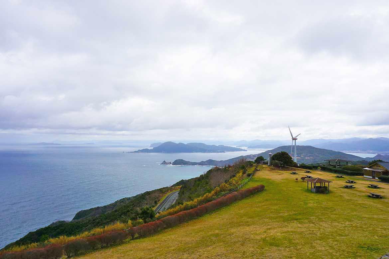 日本海の大パノラマを望む癒しの草原