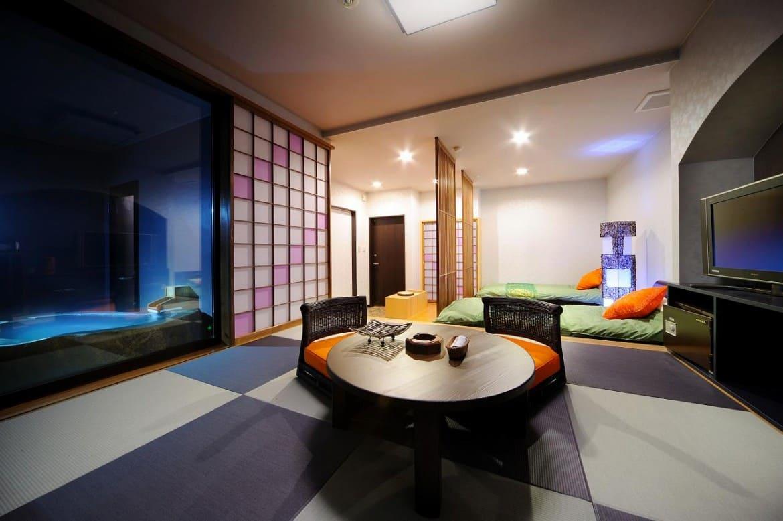 バリリゾートと和旅館が融合、標高530mのスイートルーム