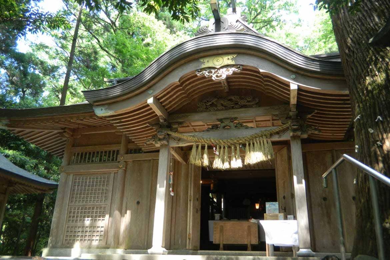 天孫降臨の地で神秘なる空気に包まれる「槵觸 (くしふる) 神社」