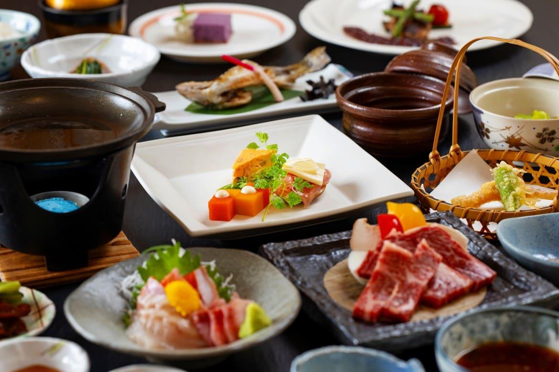 前菜とデザートはフレンチ仕立て。上州牛や川魚も美味