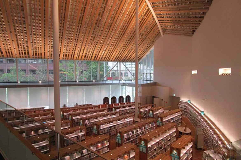 造船所のドックをイメージした話題のスポット「ミライon図書館」