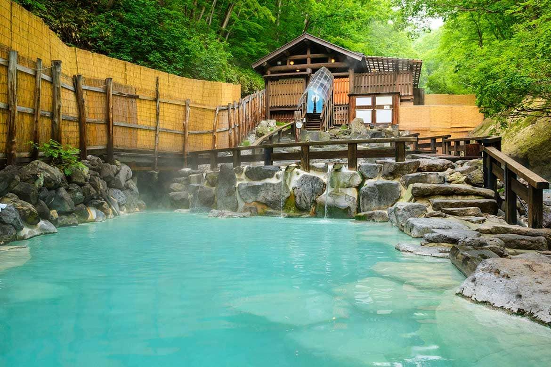 強酸性の湯で美肌に。日本屈指の古湯「蔵王温泉」