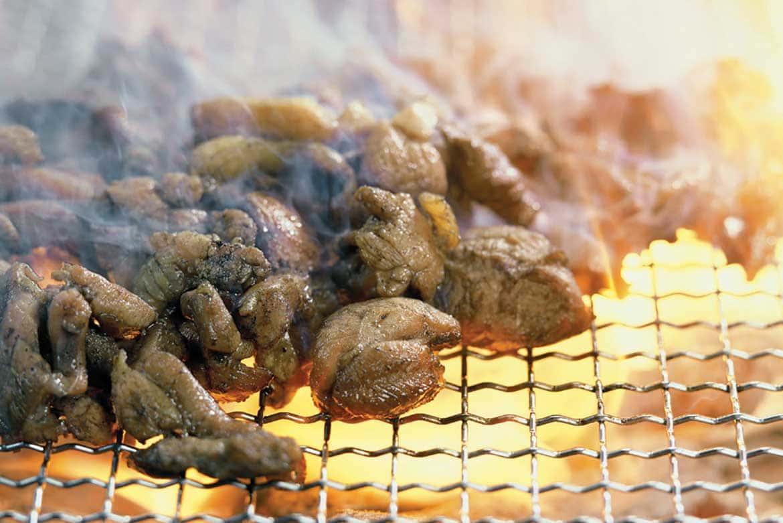鶏肉の旨味に炭火の香り。一度は食べたい「地鶏炭火焼き」