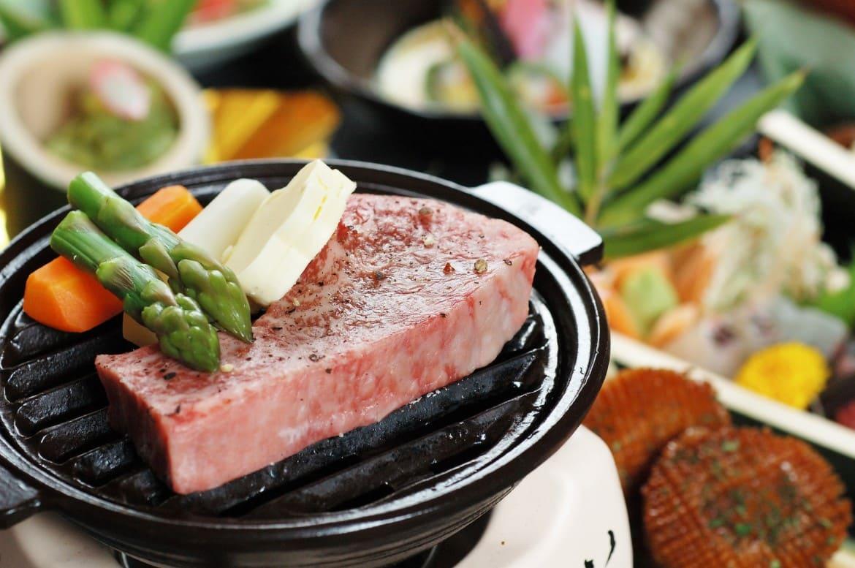 海の幸、讃岐うどん、香川県産牛ステーキなど美味づくし