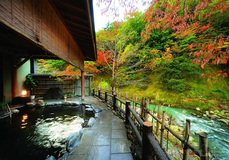 7つの露天風呂で癒される「夏油温泉」