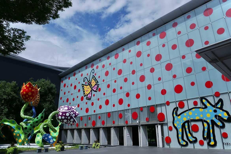 草間彌生の作品を常設展示。企画展示も魅力的な「松本市美術館」