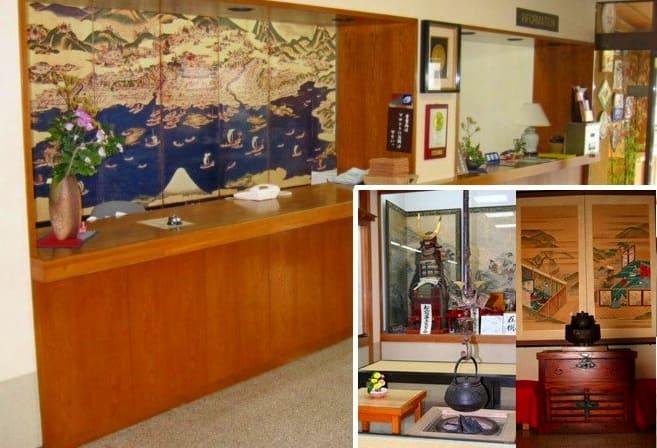 ロビーはまるで郷土資料館!松前藩ゆかりの甲冑や千両箱がずらり