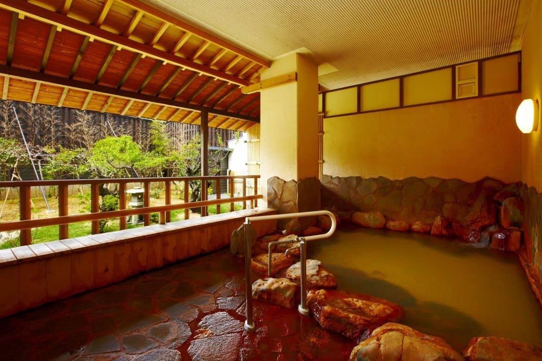 先代が掘り当てた温泉は、体の芯から温まるまろやかな湯