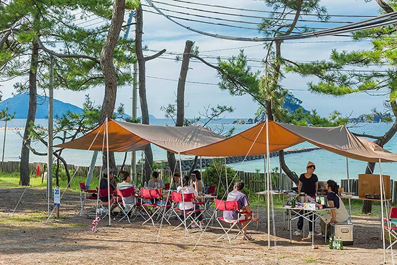 世界が認めた美しい海を愛でる「若狭和田ビーチ&若狭和田キャンプ場」