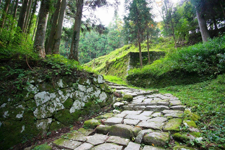 江戸時代の空気に包まれる「岩村城跡」と「城下町」へ