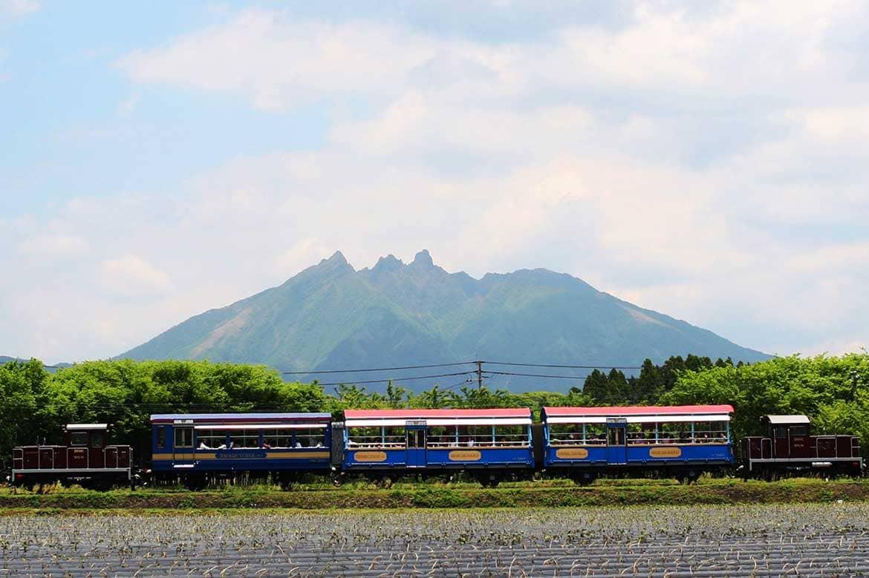 阿蘇の景観を眺めながらのんびり走行、 南阿蘇鉄道のトロッコ列車「ゆうすげ号」