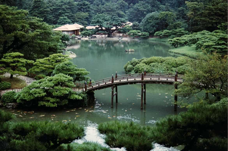 文化財庭園として日本最大級を誇る江戸時代の大名の回遊庭園「特別名勝 栗林公園」