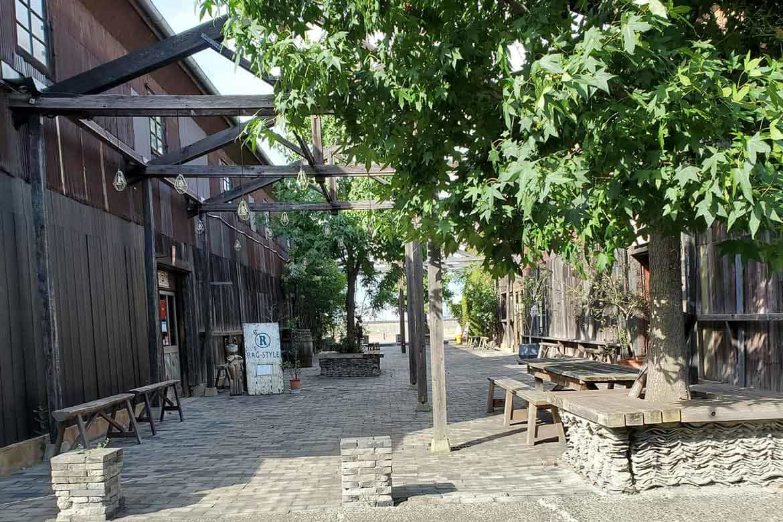瀬戸内海と対する港町の倉庫街をリノベーションしたおしゃれスポット「北浜alley」