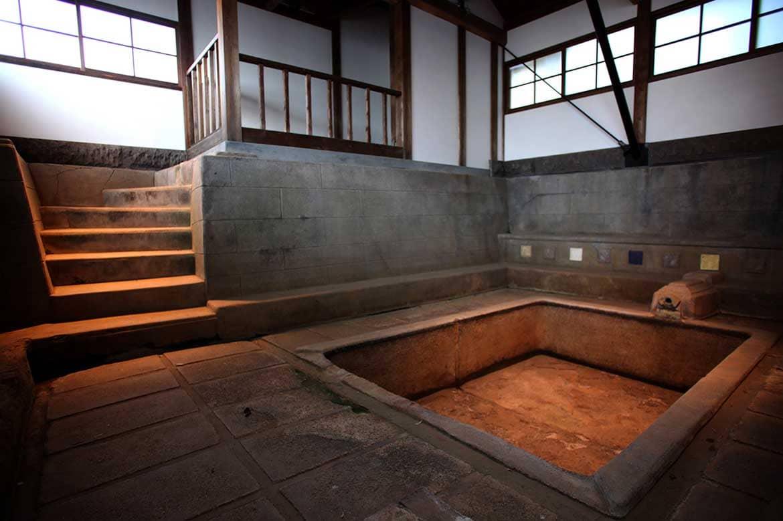 小説・草枕の名シーンに描かれた浴場と離れ 「前田家別邸(漱石館)」