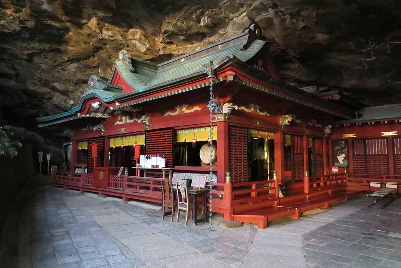 美しい日南海岸国定公園、神秘の洞窟に鎮座する「鵜戸神宮」