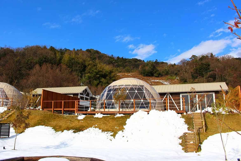 貸切温泉やキャンプファイヤーが楽しめる「グランピングヴィレッジHAJIME」【京都】