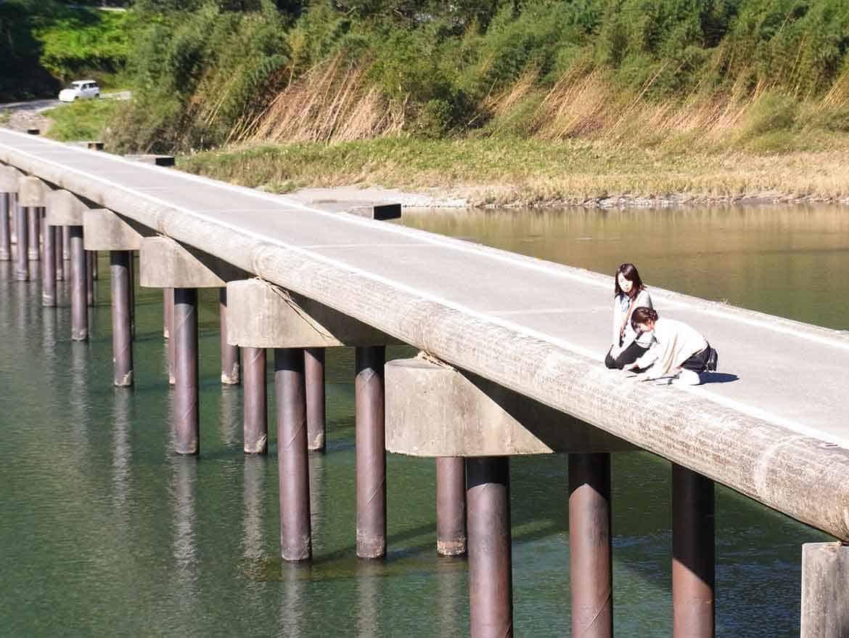 仁淀川を間近で体感「名越屋沈下橋」