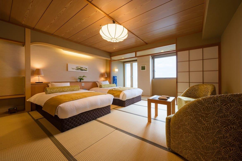 日本海と青森の工芸品が彩る、和洋折衷の客室